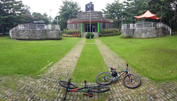 Tempat Wisata di purwokerto Monumen Panglima Besa Jenderal Soedirman